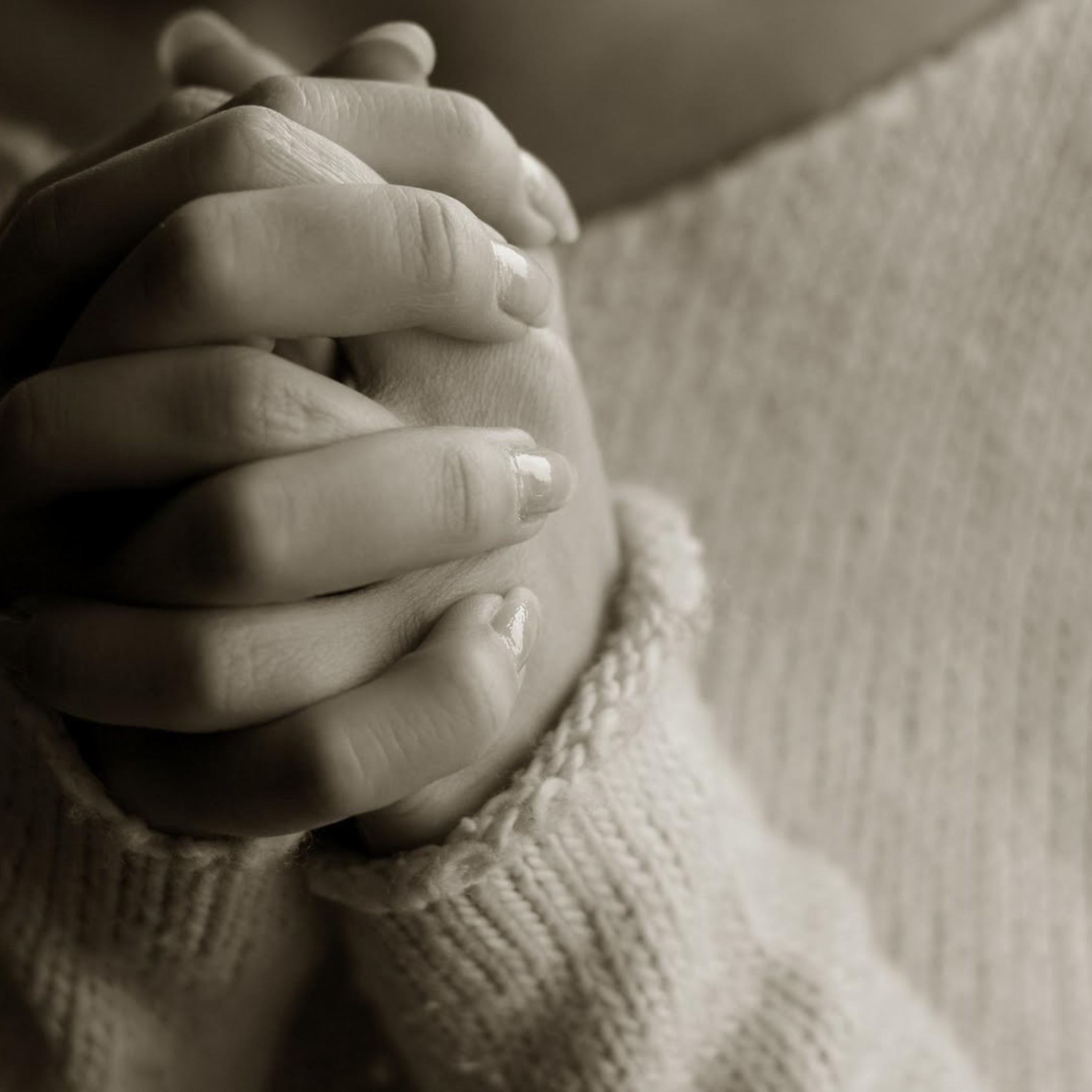 Woman Praying1 1600x1066
